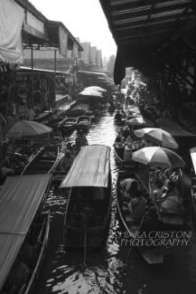 Dumnoen Saduak floating market