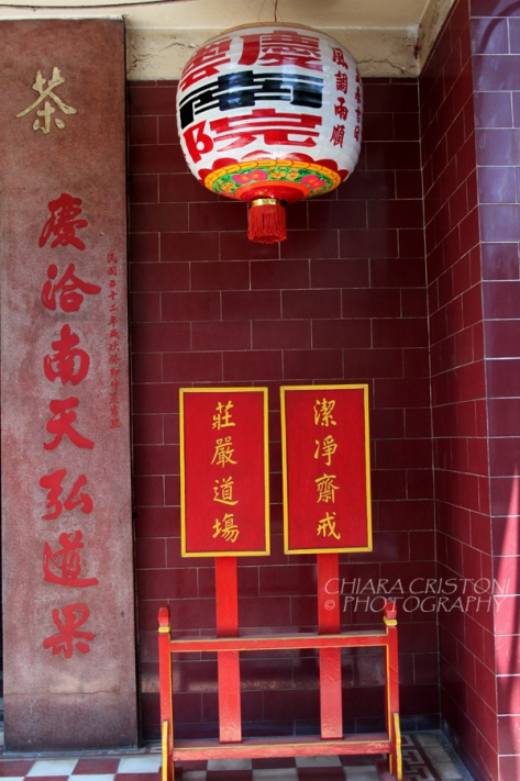Outside the Khanh Van Nam Vien pagoda