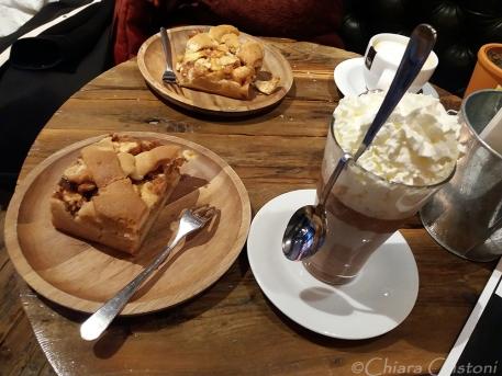 Cake and hot chocolate: heaven :-)